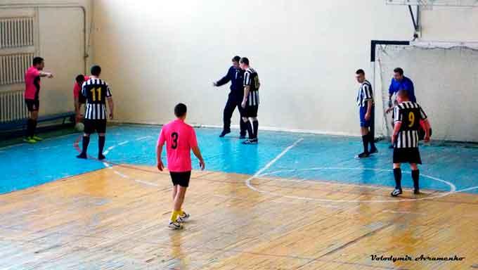 Відбувся 4 тур відкритого чемпіонату Чорнобаївського району з міні-футболу