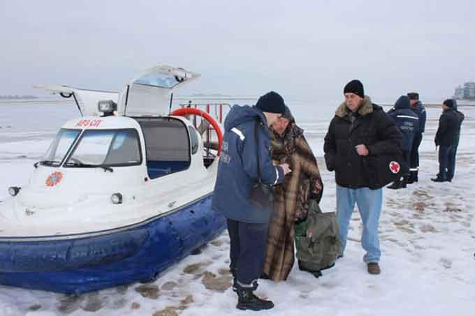 Біля Черкас з дрейфуючої крижини врятовано 6 рибалок (відео)