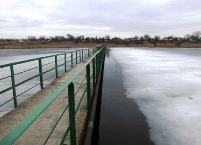 У Чорнобаї рятувальники врятували жінку яка впала до річки