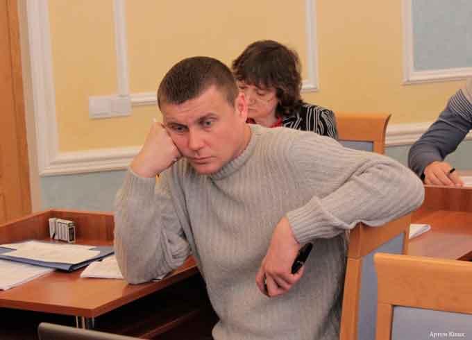 Лідер черкаського Укропу Руслан Зоря приховує доходи від податкової?