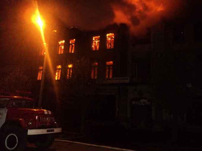 У Умані рятувальники ліквідували масштабну пожежу