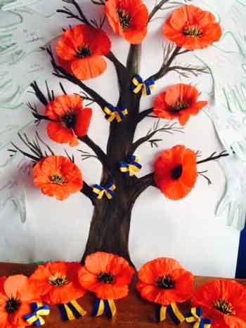 У «Богданівському» прикрасили «дерево друзів» маками та синьо-жовтими стрічками