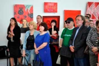 Цикл виставок «Кольори» продовжила обласна весняна художня виставка «Червоне…»
