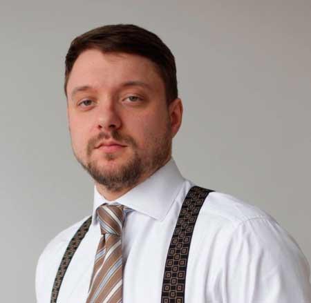 громадський активіст, член робочої групи по виділенню землі учасникам АТО В'ячеслав Левченко