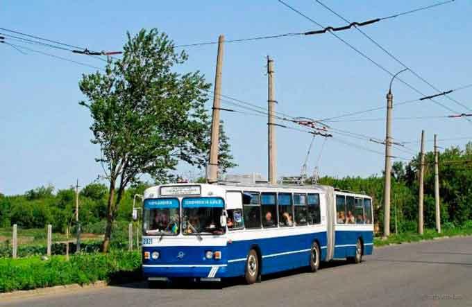 У Черкасах розмалюють тролейбуси