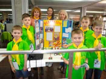 Смілянські школярі сконструювали модель садового робота-опудала