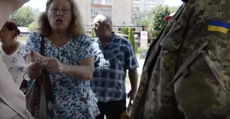 Продавці стихійних ринків перекрили центр Черкас (відео)