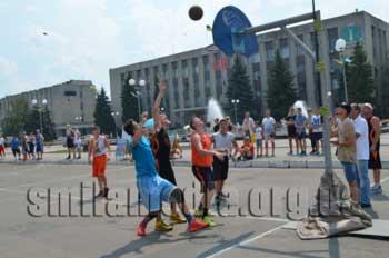 У центрі Сміли розгорнулися баскетбольні баталії