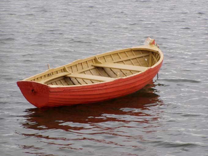 У Сокирному відпочивальники помітили некерований човен, що дрейфував течією