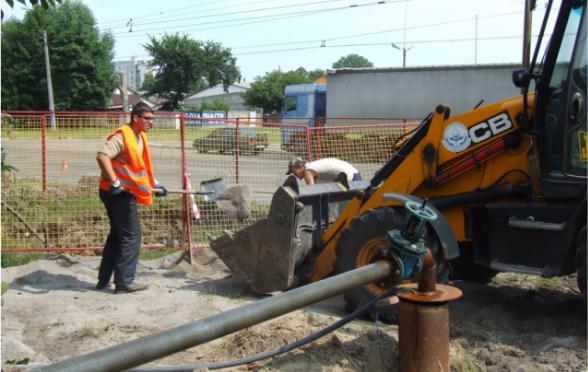 Наслідки аварії на каналізаційному колекторі ліквідують упродовж місяця
