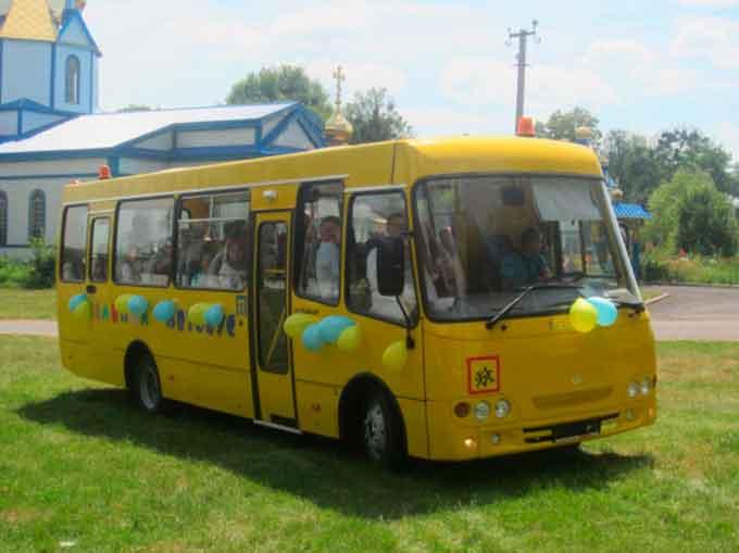 На Уманщині вручили новий шкільний автобус