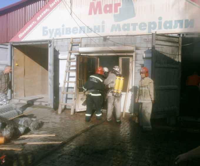 У Катеринополі горів будівельний магазин, а в Смілі – продовольчий