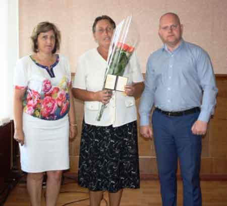 Жительці Чигиринщини вручили відзнаку «Мати-героїня»