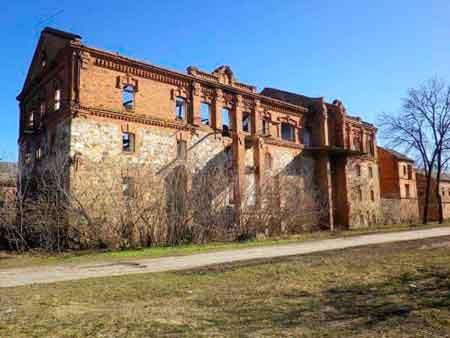 Старовинний млин у селі Корсунка Тальнівського району перепрофілюють. Із занедбаної будівлі зроблять реабілітаційний центр.
