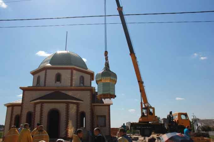 Освячено накупольний хрест новозбудованого храму у селі Здобуток на Тальнівщині