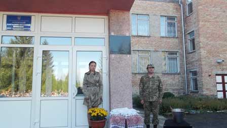 На фасаді сільської школи відкрили меморіальну дошку загиблому бійцю АТО
