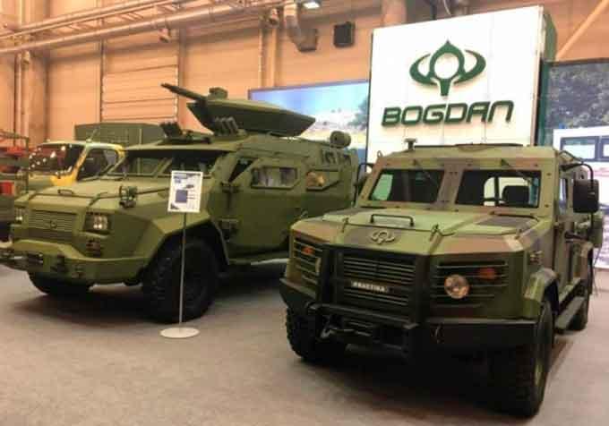 «Богдан» презентував на виставці броньовану версію позашляховика ToyotaLandCruiser