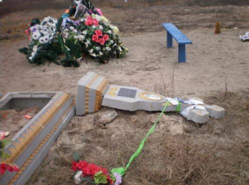 У Драбові засуджено чоловіка за вчинення наруги над могилами