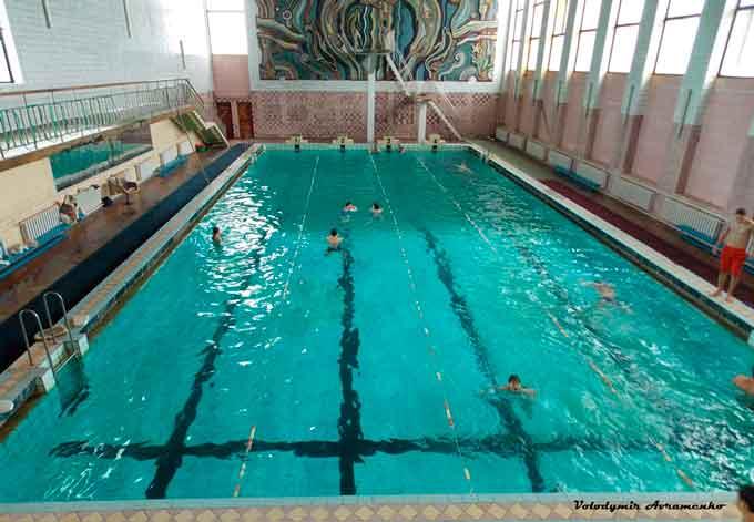 У Чорнобаї розпочато роботу плавального басейну