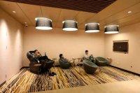 У китайському торговому центрі відкрили дитячий садок для дорослих чоловіків