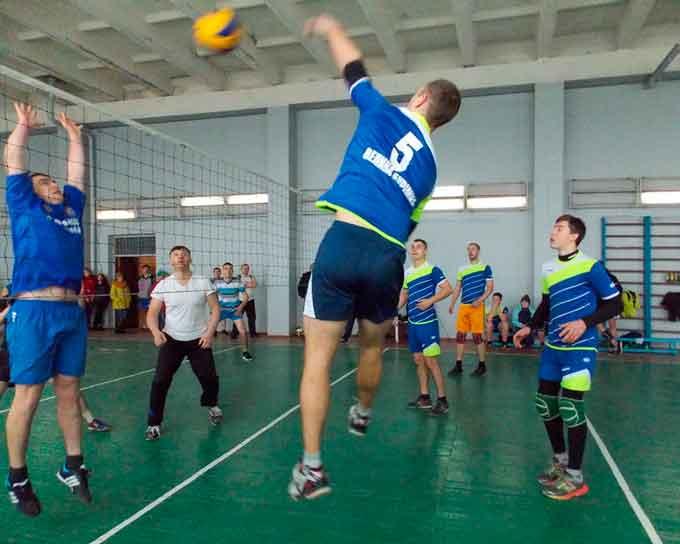 Розпочато чемпіонат Чорнобаївського району з волейболу серед чоловічих команд