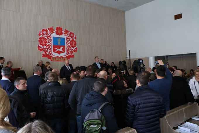 Попри спроби зірвати голосування, у Черкасах більшістю голосів затвердили ПСЕР на 2017-2019 роки
