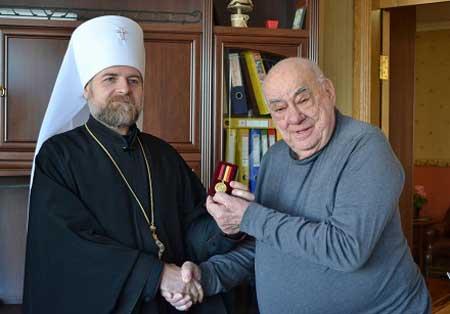 Митрополит Іоан вручив нагороду американському полковнику