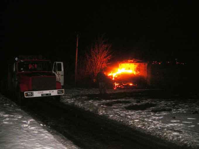 В Тальнівському районі рятувальники ліквідували пожежу, яка охопила сіно та кукурудзу