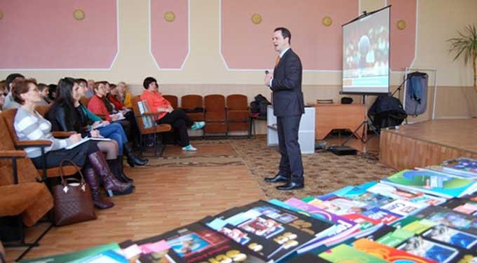 Півтори сотні вчителів області отримали майстер-клас від британця Стіва Лівера