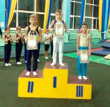 Черкаські гімнасти привезли нагороди з Хмельницького