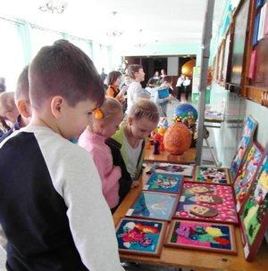 Маленькі талановиті черкасці презентували виставку своїх творчих робіт