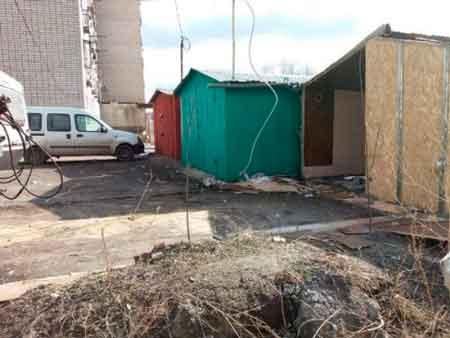 В Умані комунальники демонтували хасидське житло