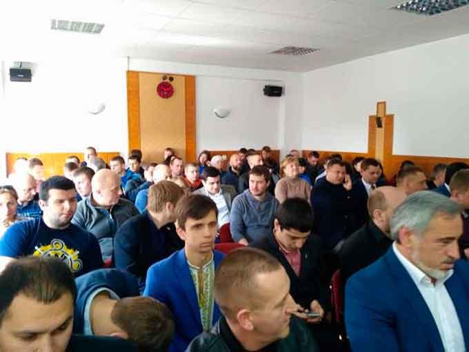 Черкаські депутати просять визнати АТО війною та припинити торгівлю з окупованими територіями
