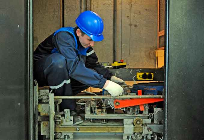 У Смілі почали працювати перші відремонтовані у цьому році ліфти