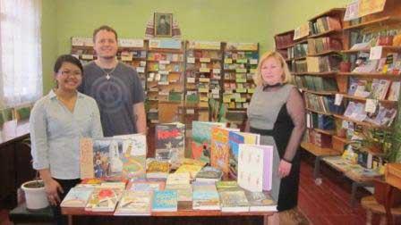 Американці подарували книги Монастирищенській бібліотеці