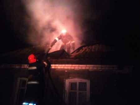 У Христинівському районі рятувальники ліквідували пожежу на горищі житлового будинку