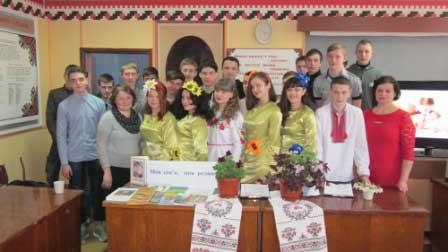 В Монастирищі учні ліцею вшановували своїх мам