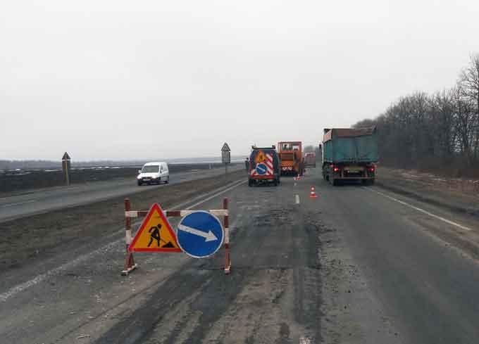 На державних дорогах Черкащини 22 березня ліквідували ямковість на майже 2,6 тис. кв. м покриття