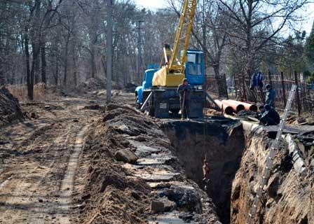 У Ватутіному тривають роботи по ліквідації аварії на самотічному каналізаційному колекторі