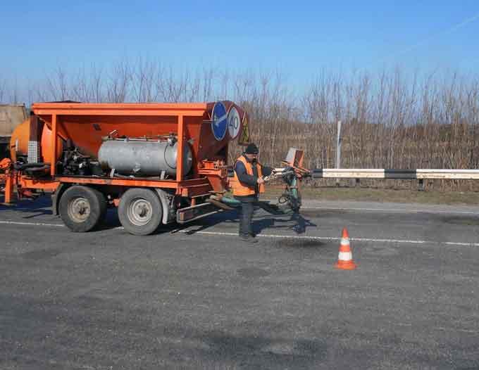 На Черкащині розпочали ремонтувати дороги струменевим методом