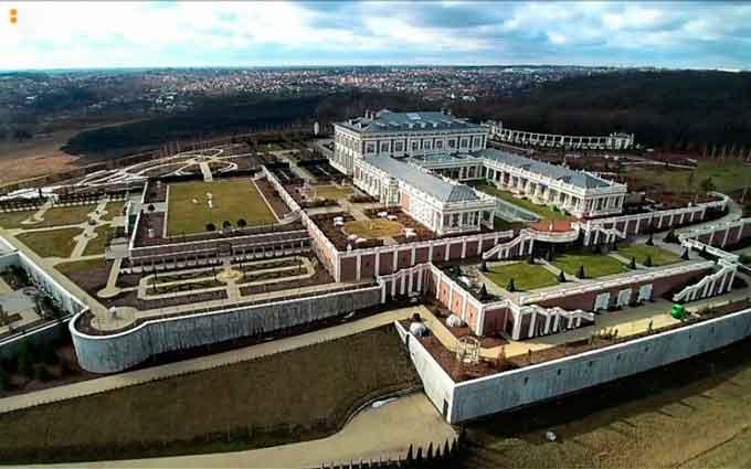 Юрій Косюк збудував палац на Хотівському городищі