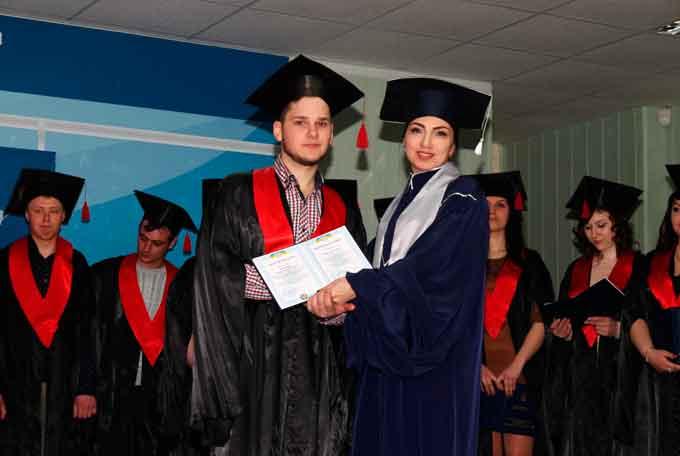 У Східноєвропейському університеті магістрам вручили дипломи