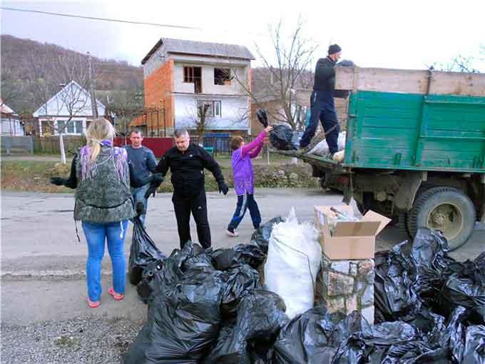 Подвірний збір сміття проводять у Байбузах