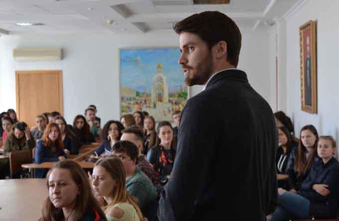 Лекції учасників Програми імені Фулбрайта відбулися у ЧНУ