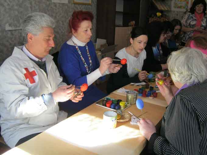 У Звенигородці ветеранів вчили власноруч виробляти пасхальні писанки