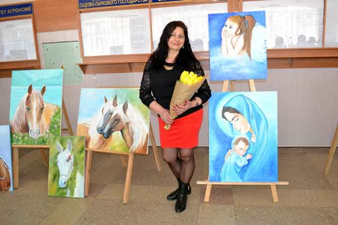 Уманська художниця презентувала виставку картин, які намальовані пальцями