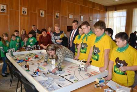 Діти навчали монастирищенських депутатів конструювати з Lego