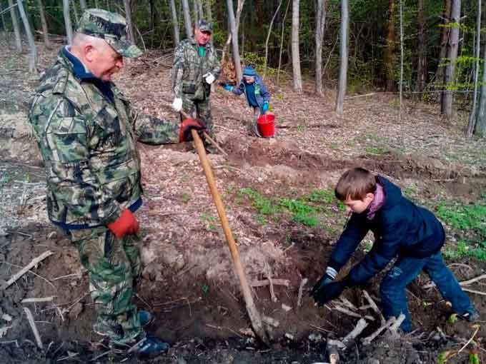 Корсуньські діти саджали ліс