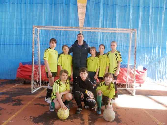 Матусівські дівчата завоювали срібло у всеукраїнському турнірі з футзалу