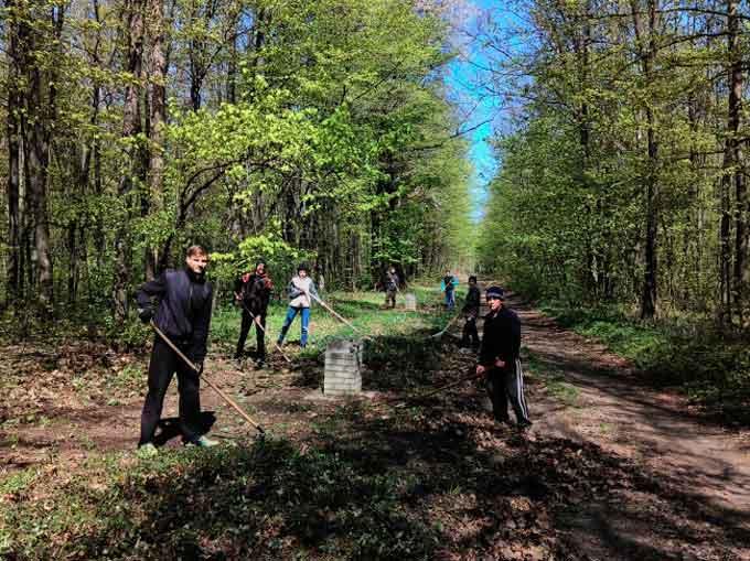 19 квітня 2017 року учні Собківського НВК долучилися до акції по благоустрою та озелененню території. Цього разу учні прибирали урочище «Горбів ліс», яке знаходиться на території Собківського лісництва, поблизу села Гродзево.